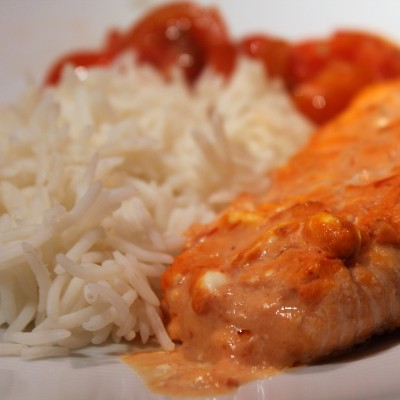 Ugnsbakad lax med krämig salsa